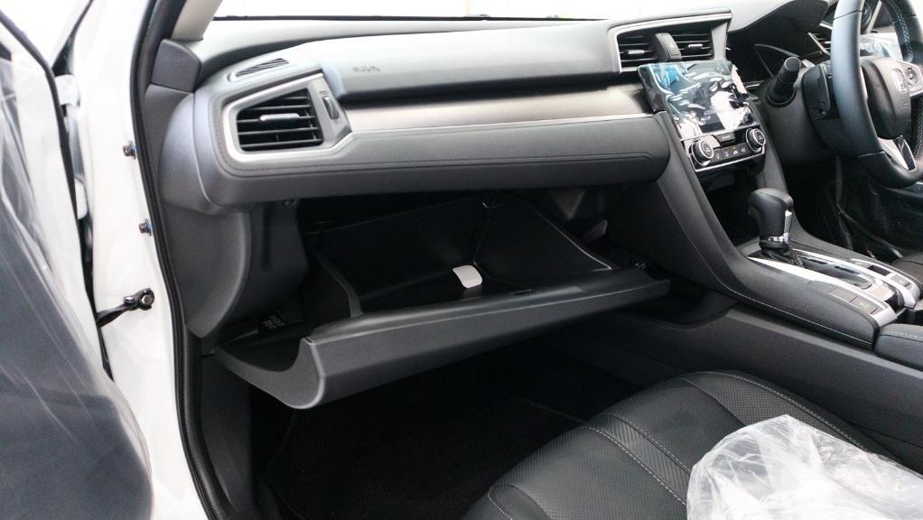 2018 Honda Civic 1.5TC Premium Interior 017