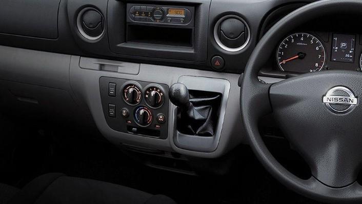 Nissan NV350 Urvan (2018) Interior 001