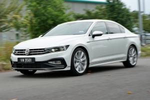 Pros and Cons: VW Passat R-Line, brilliant ride but would you pick this over Accord?