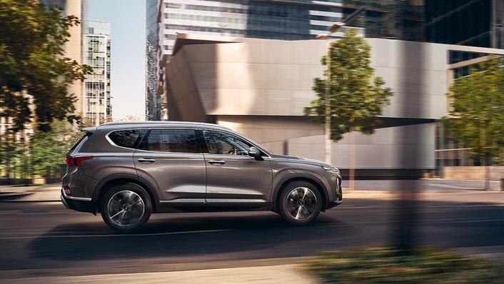 Hyundai Santa Fe (2019) Exterior 010
