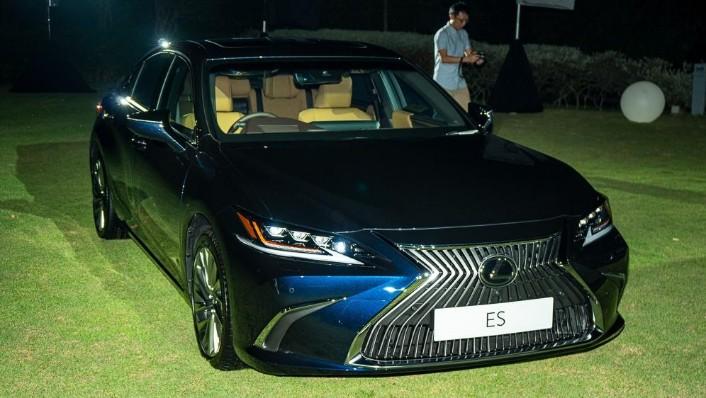 2019 Lexus ES 250 Luxury Exterior 003