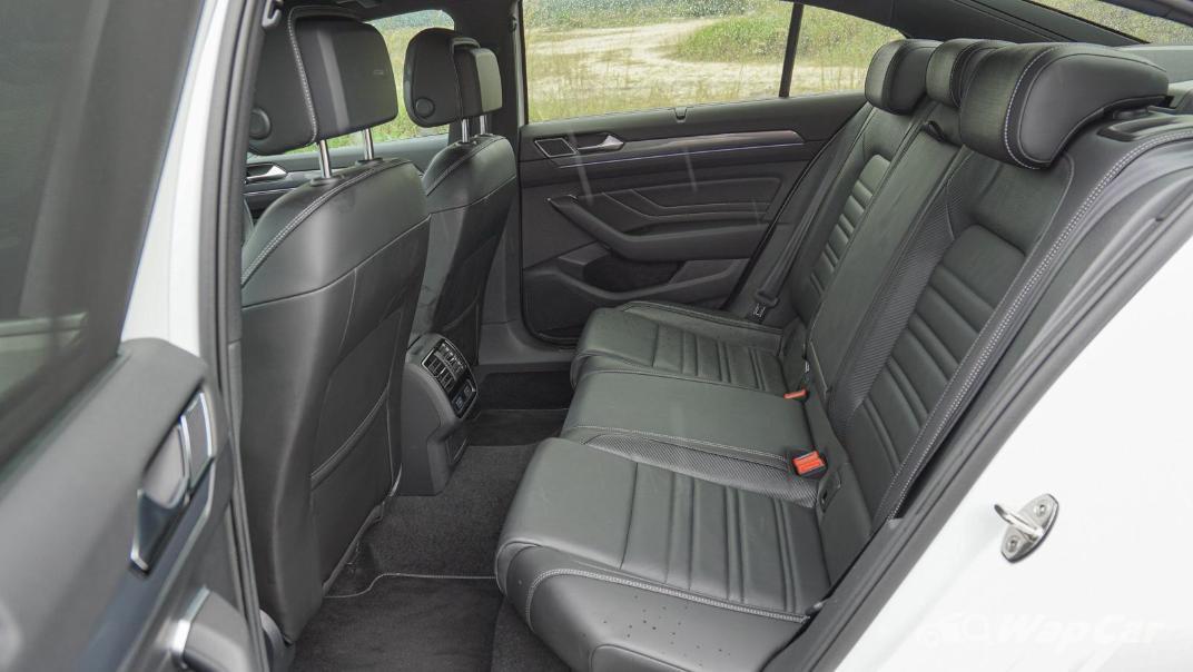 2020 Volkswagen Passat 2.0TSI R-Line Interior 016