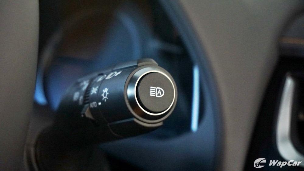 2020 Lexus UX 200 Luxury Interior 010