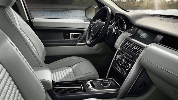 Land Rover Discovery Sport (2017) Interior 001