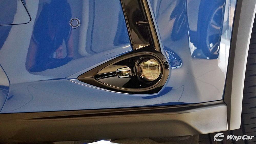2020 Lexus UX 200 Luxury Exterior 041