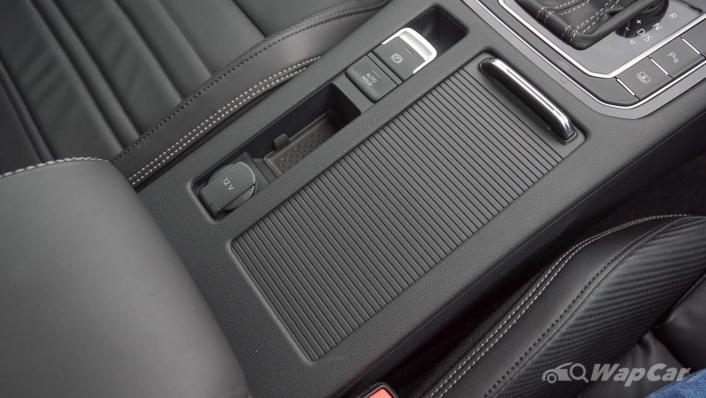 2020 Volkswagen Passat 2.0TSI R-Line Interior 007