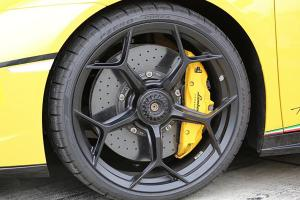 Why don't manufacturers put racing-style single wheel lock nuts on road cars?