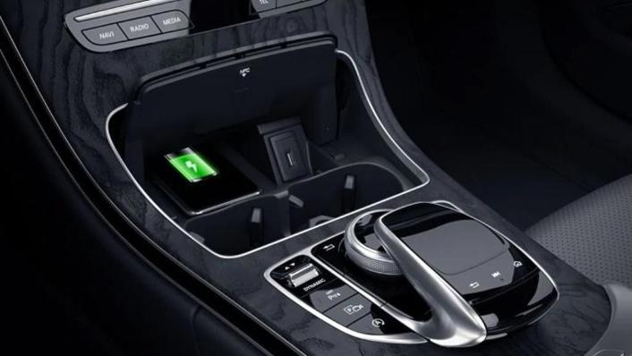 Mercedes-Benz C-Class Saloon (2018) Interior 007