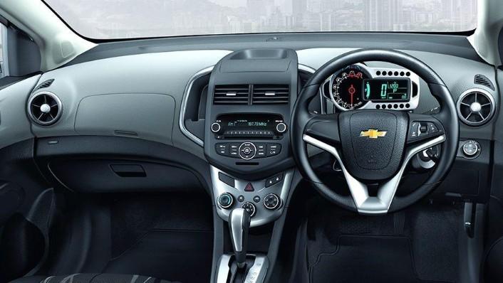 Chevrolet Sonic Sedan (2016) Interior 001