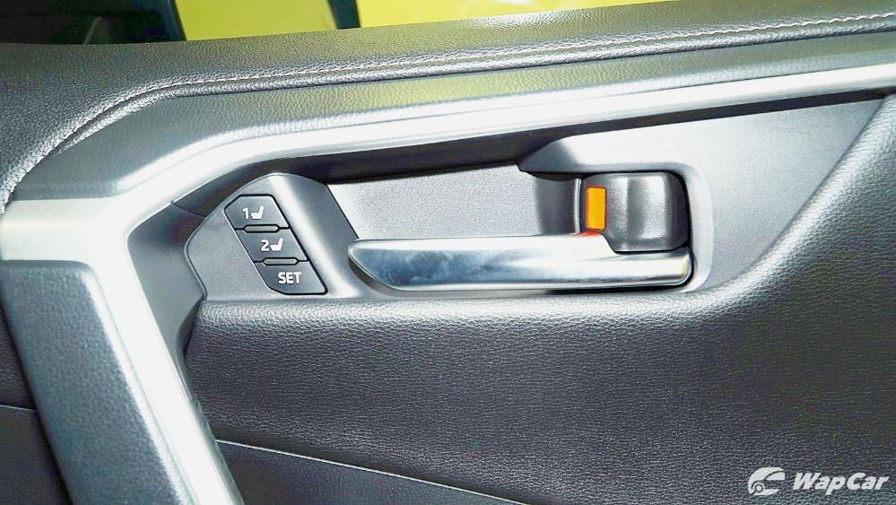 2020 Toyota RAV4 2.5L Interior 085