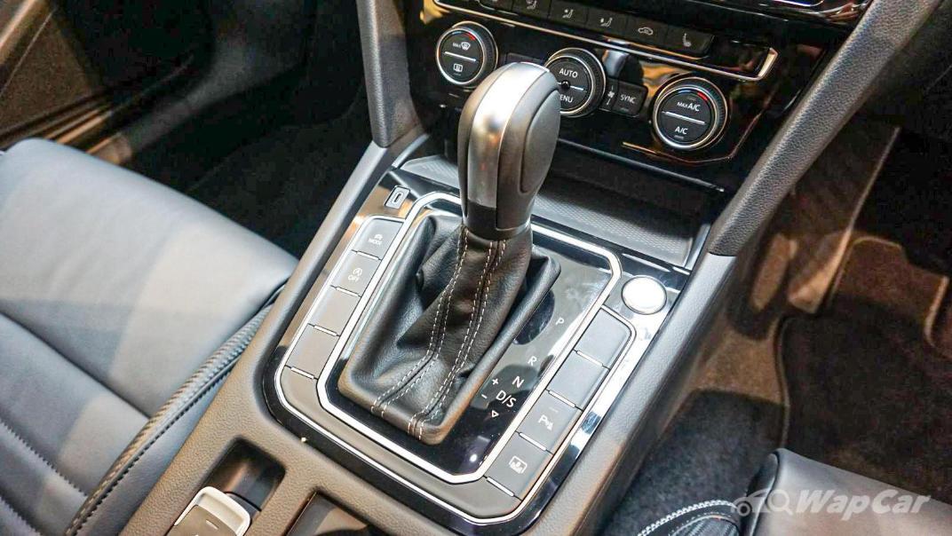 2020 Volkswagen Passat 2.0TSI R-Line Interior 039