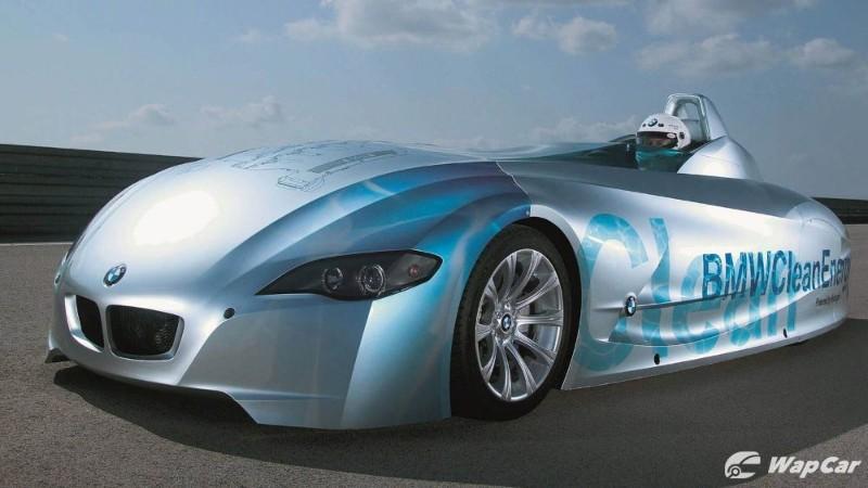 "Elon Musk calls hydrogen cars ""mind-boggingly stupid"", but BMW still believes in them 02"