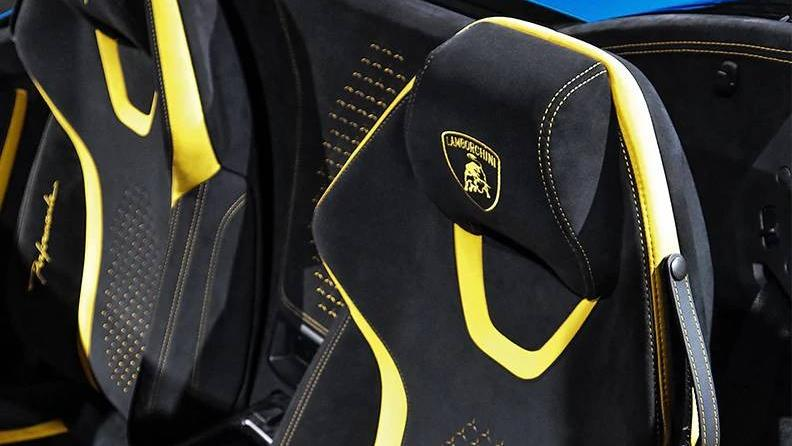 Lamborghini Huracán (2018) Interior 004