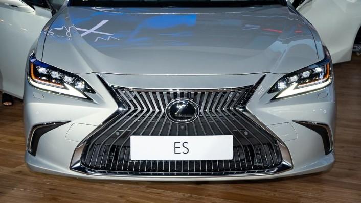 2019 Lexus ES 250 Luxury Exterior 008