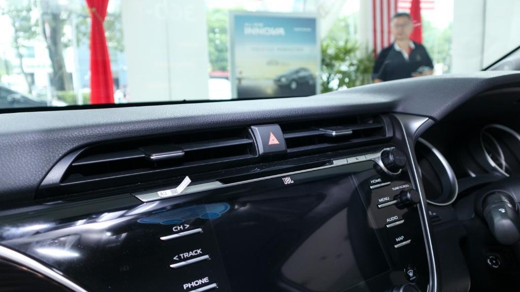 2019 Toyota Camry 2.5V Interior 015