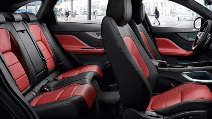 Jaguar F-Pace (2018) Interior 010