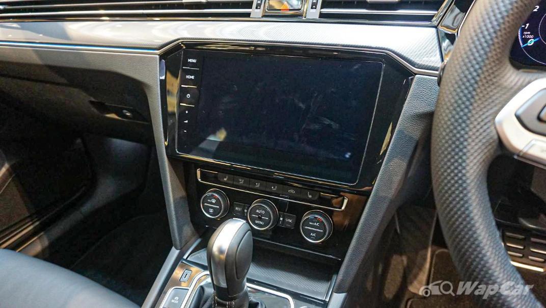 2020 Volkswagen Passat 2.0TSI R-Line Interior 037