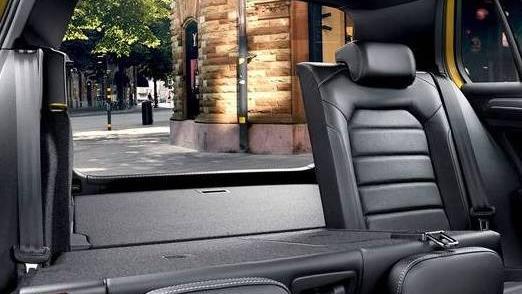 Volkswagen Golf GTI (2019) Interior 010