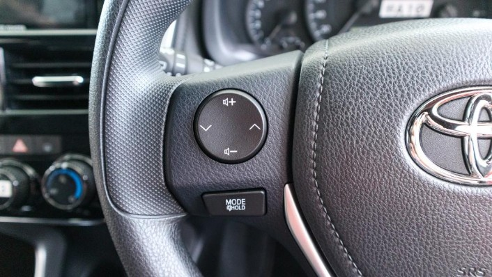 2019 Toyota Yaris 1.5E Interior 007