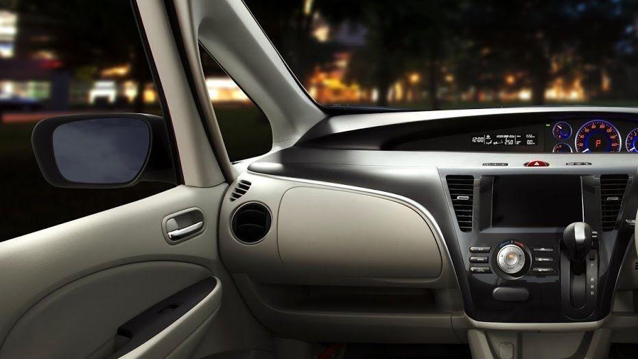 Mazda Biante (2017) Interior 005