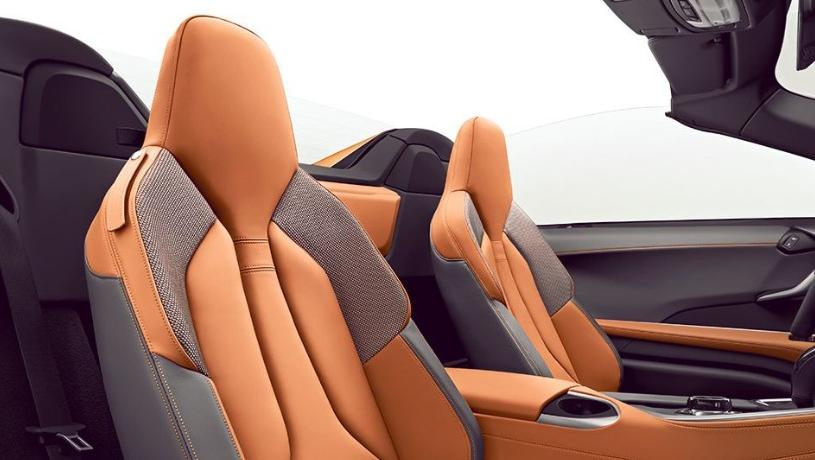 BMW i8 Roadster (2018) Interior 003