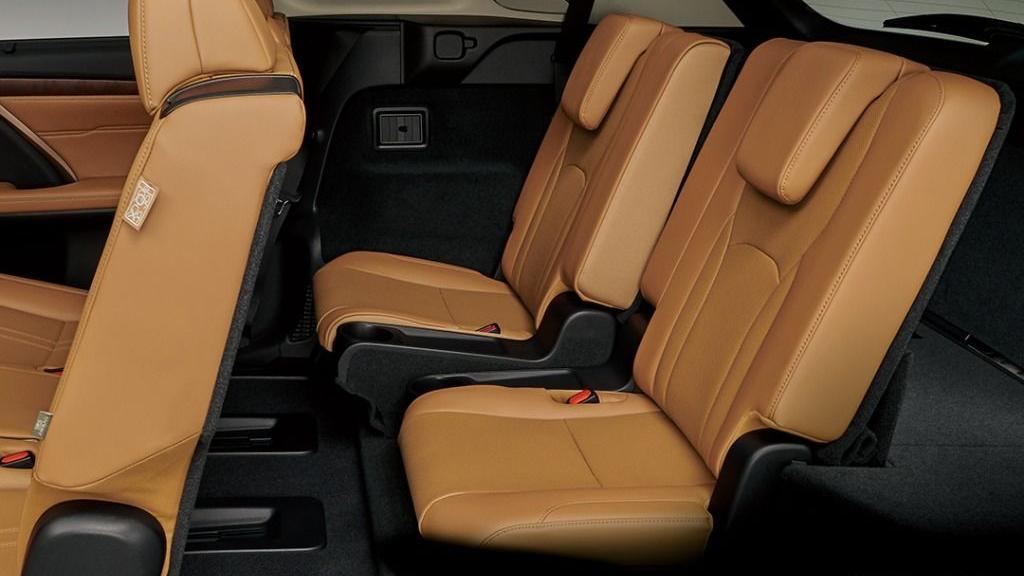 Lexus RX (2019) Interior 007