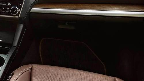 Subaru Outback (2018) Interior 007