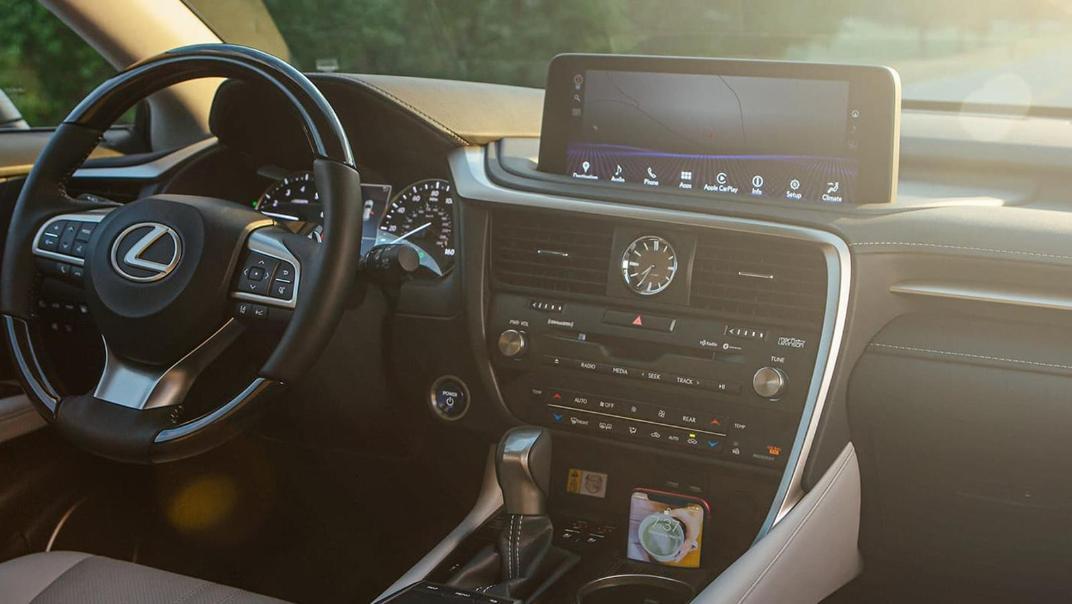 Lexus RX (2019) Interior 008
