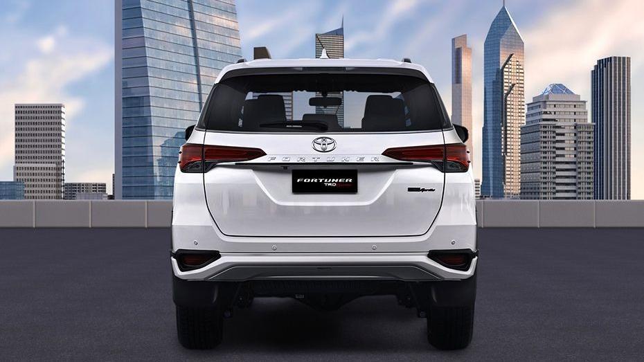 Toyota Fortuner (2018) Exterior 006