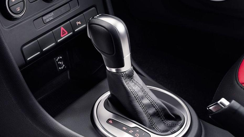 Volkswagen Beetle (2018) Interior 009