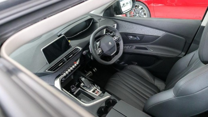 2019 Peugeot 5008 THP Plus Allure Interior 004