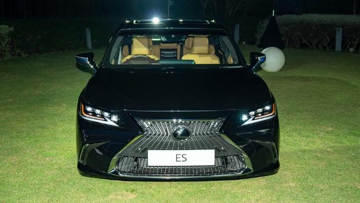 2019 Lexus ES 250 Luxury Exterior 002