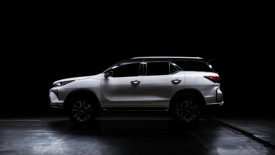 2021 Toyota Fortuner 2.8 VRZ AT 4x4 Exterior 010