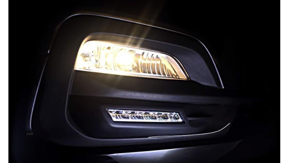Hyundai Grand Starex (2018) Exterior 003