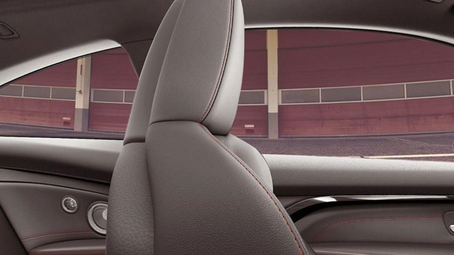 BMW M4 Coupe (2019) Interior 011