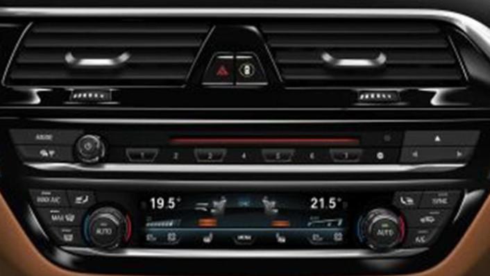 BMW 6 Series GT (2019) Interior 008
