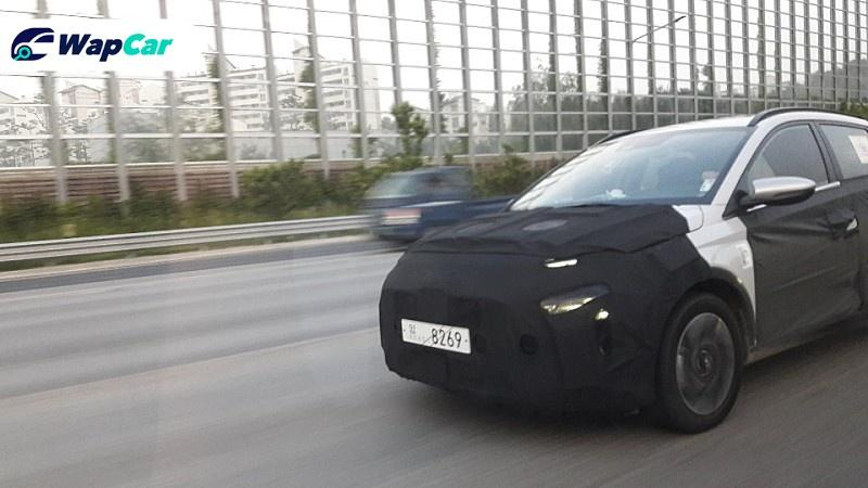Spied! The Hyundai compact MPV spotted testing on the road 01