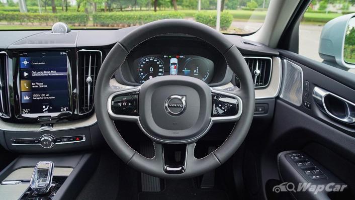 2020 Volvo XC60 T8 Twin Engine Inscription Plus Interior 004