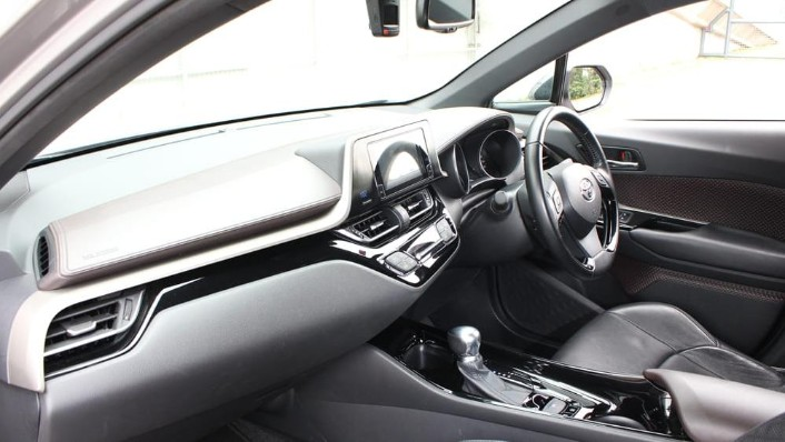 2019 Toyota C-HR 1.8 Interior 004