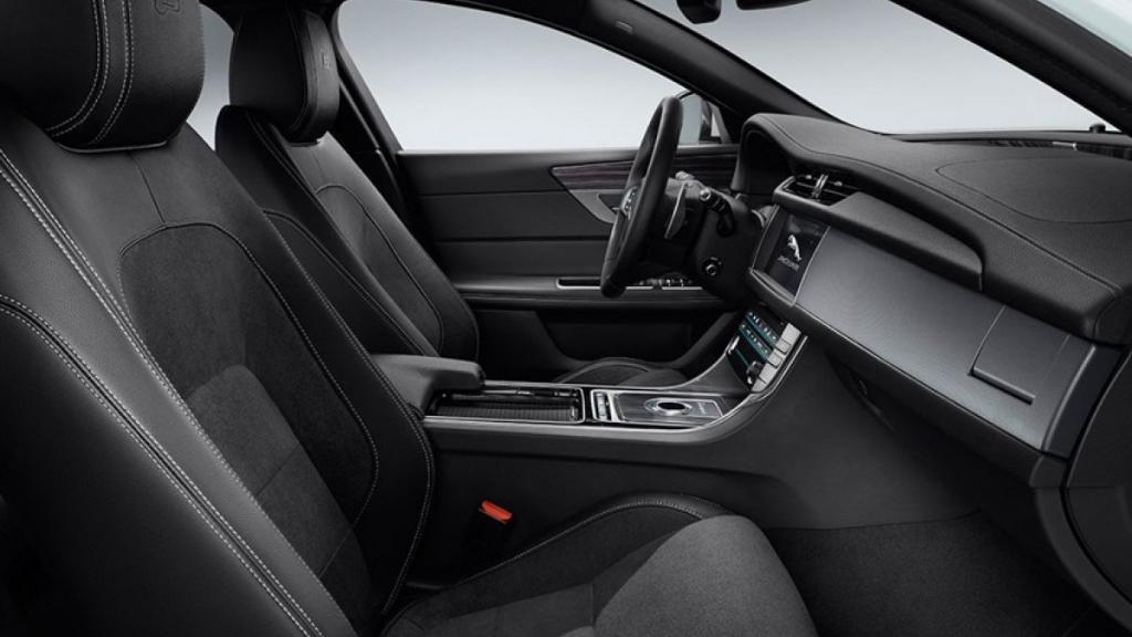 Jaguar XF (2017) Interior 009