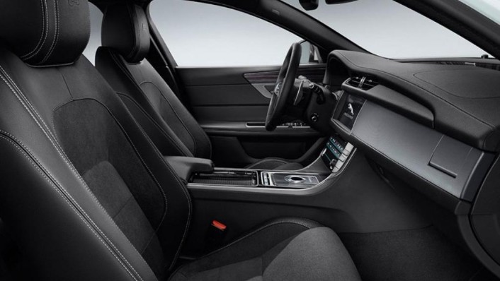 Jaguar XF (2017) Interior 009