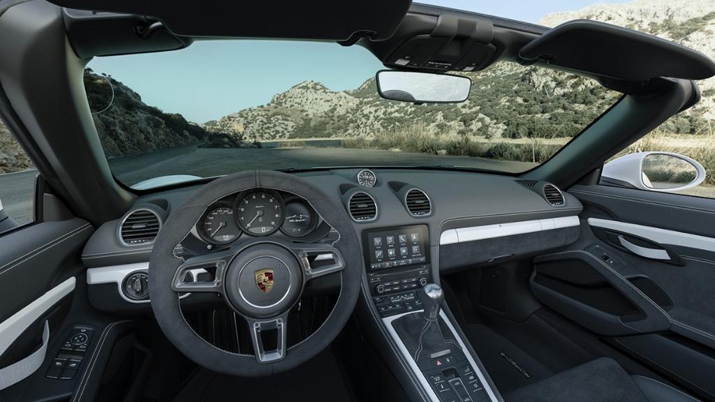 2019 Porsche 718 718 Spyder Interior 001