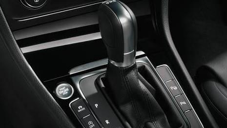 Volkswagen Golf GTI (2019) Interior 005