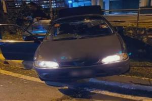 Pemandu Proton Wira cuba lari 'roadblock' PKP ternaik 'divider', nyaris langgar anggota polis!