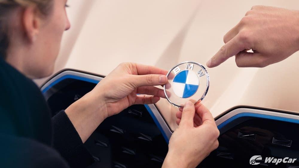 This is the new, transparent BMW logo 01