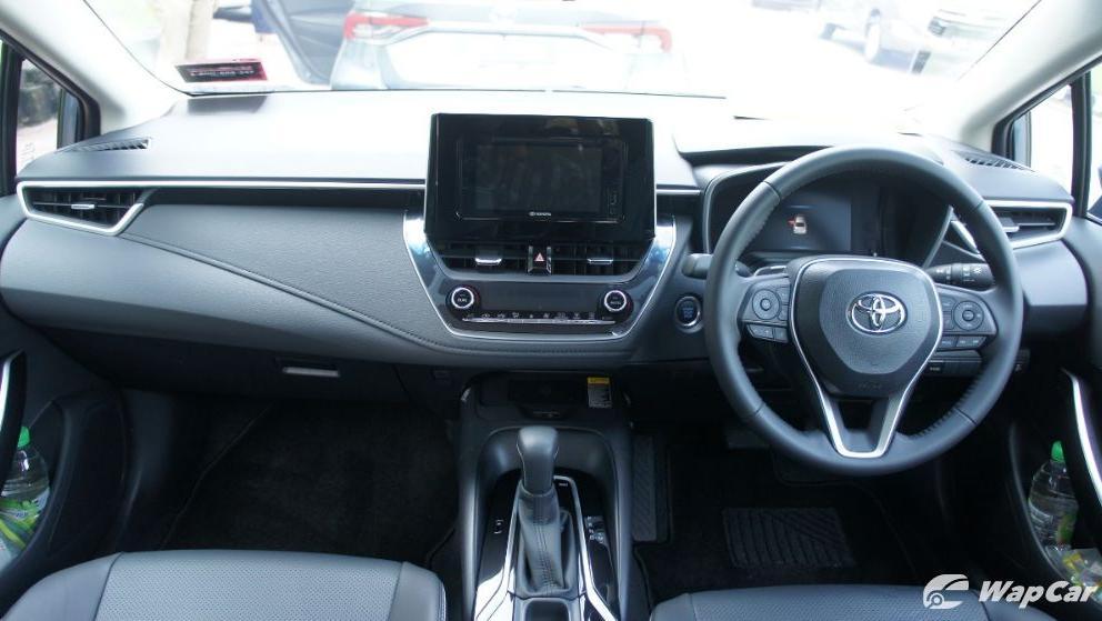 2019 Toyota Corolla Altis 1.8E Interior 001