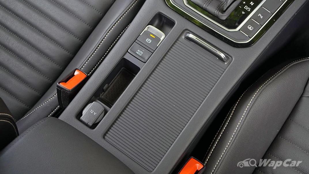 2020 Volkswagen Passat 2.0TSI Elegance Interior 031