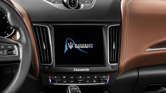 Maserati Levante (2019) Interior 002