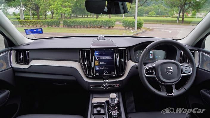2020 Volvo XC60 T8 Twin Engine Inscription Plus Interior 001