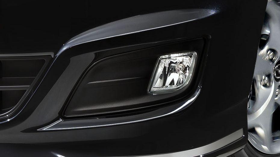 Mazda Biante (2017) Exterior 008